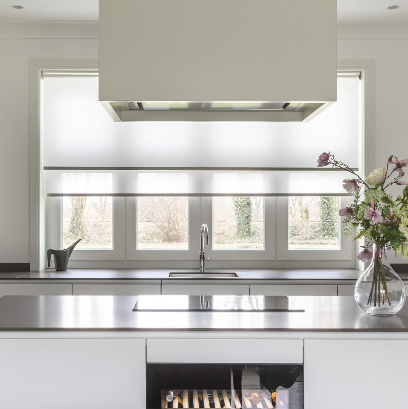 Rolgordijnen in keuken