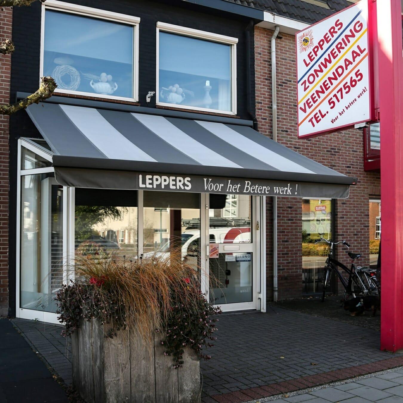 Leppers zonwering - winkelpand