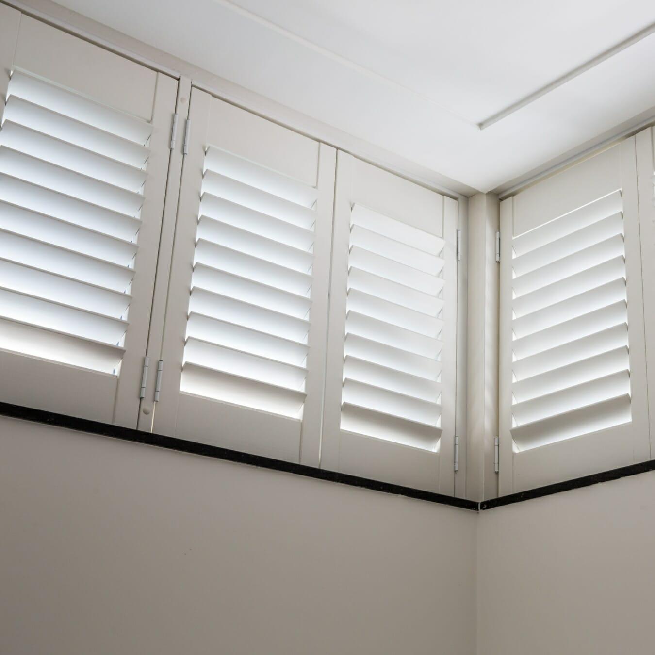 Witte Zonnelux shutters